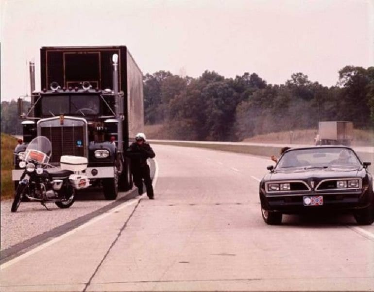 f9e4c5c6 Behind the scenes facts of Smokey and the Bandit | University Fox