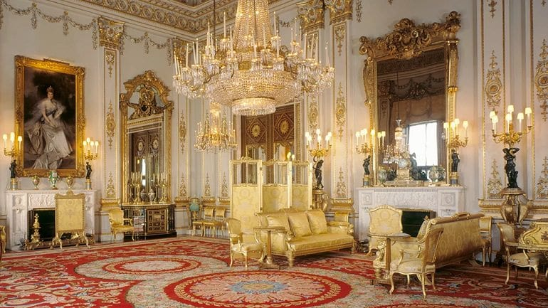 A Look Inside Buckingham Palace And The Queen S Royal
